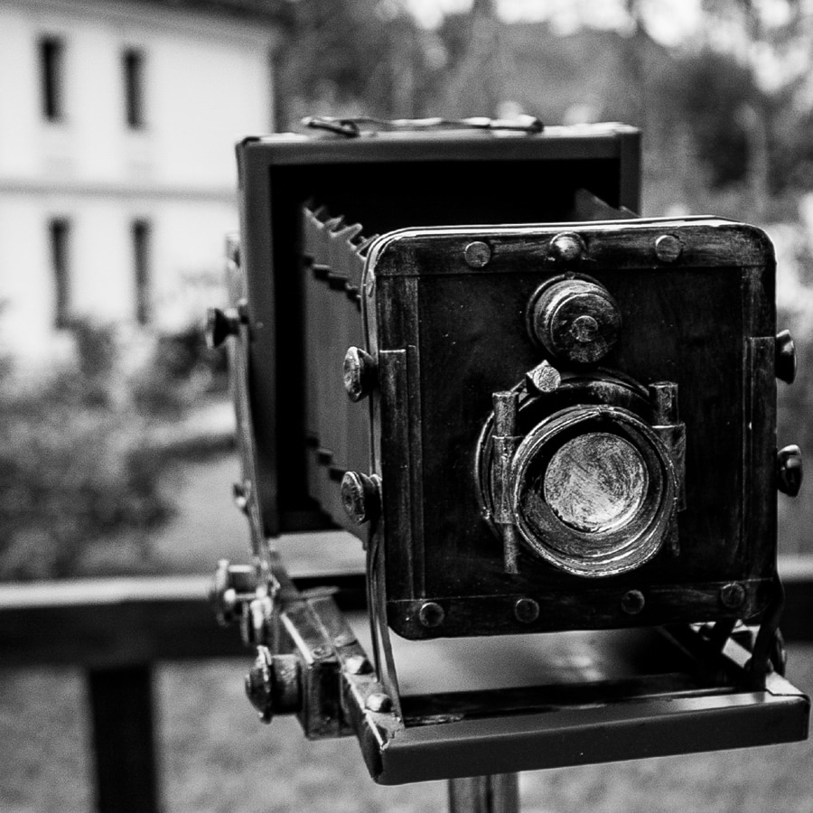 Web Design - retro pic of old camera used to generate the right image